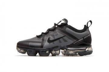 finest selection 25c63 af849 Nike Air VaporMax 2019 GS Triple Black Older Kids Shoes AJ2616-001