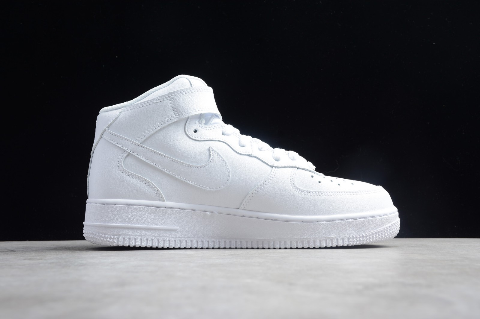 Nike Air Force 1 Mid 07 White Sneakers Hot Dog 315123 111