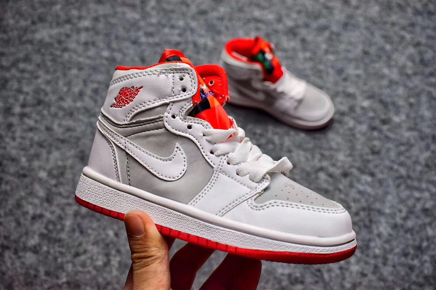 new style e50ee 1753a Nike Air Jordan I 1 Retro Kid Shoes White Silver Red 575441