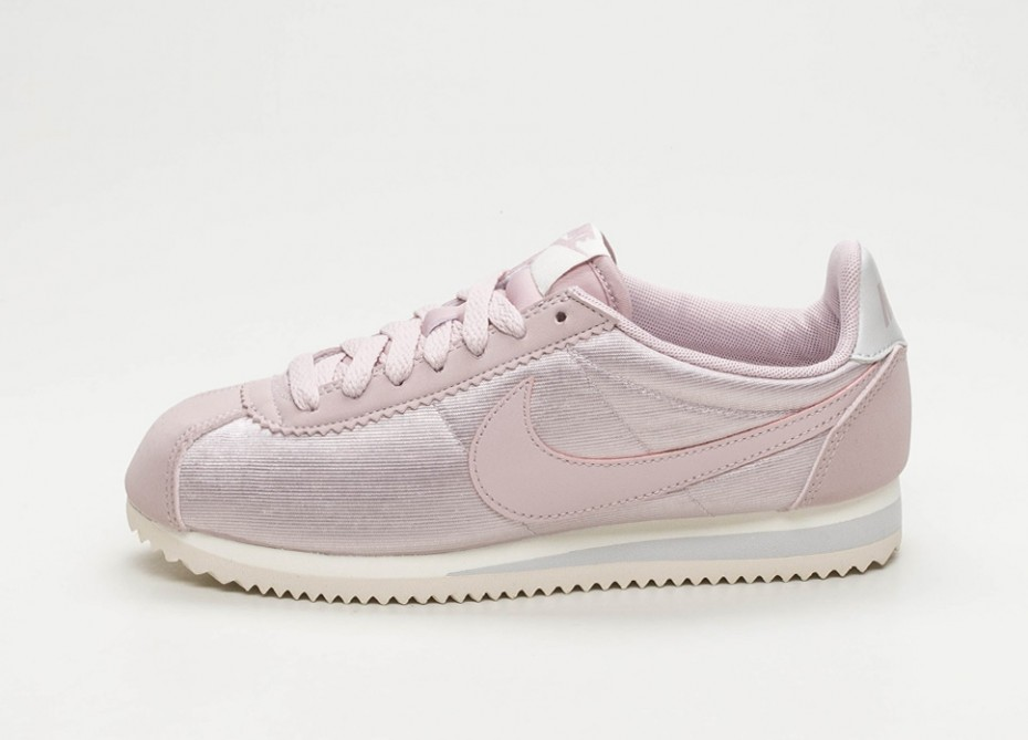 9a5d0b444459 Nike Classic Cortez Nylon Trainers Particle Rose 749864-605 - Febbuy