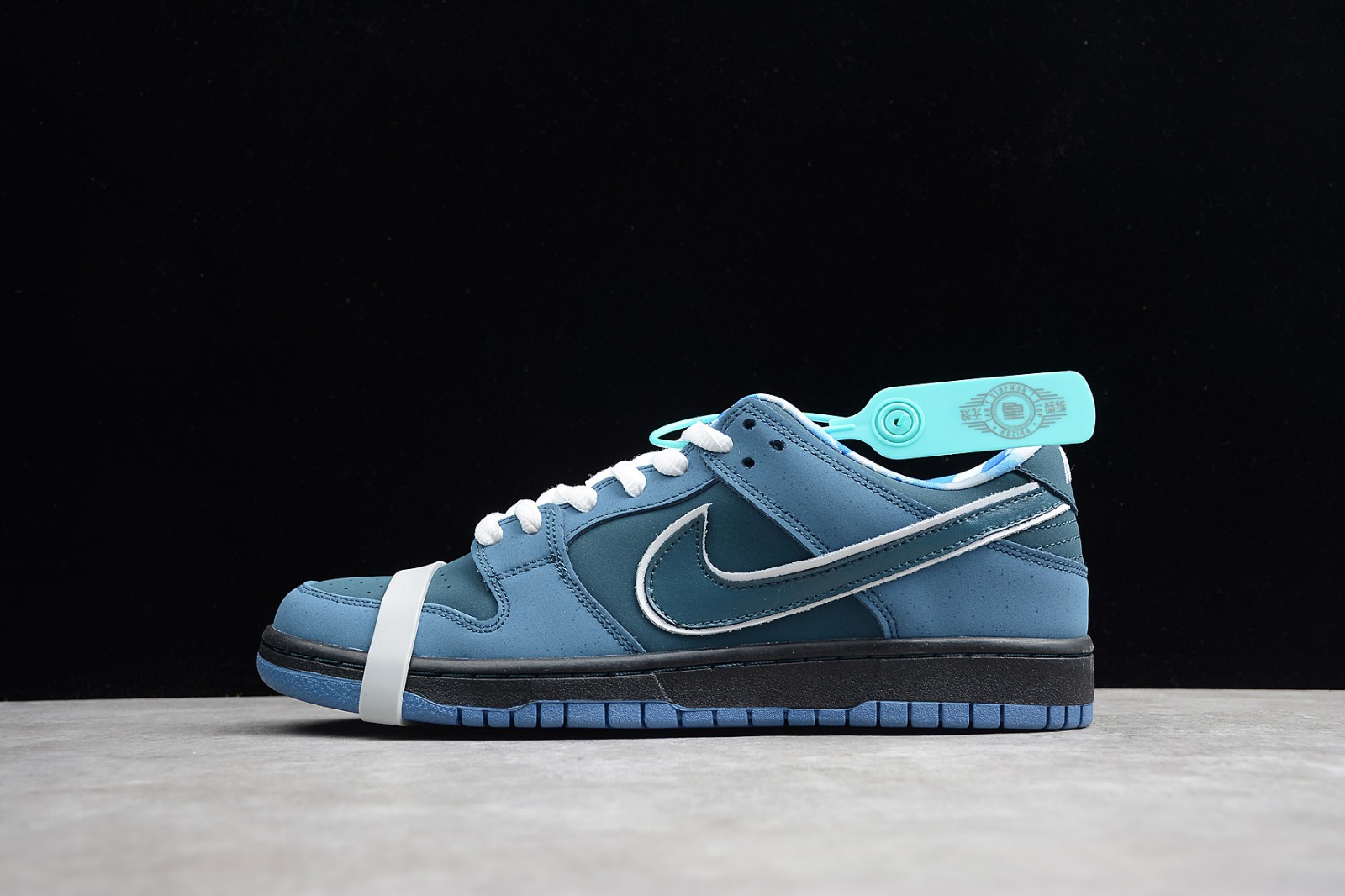 official photos 76bc1 6350c Prev Nike Dunk SB Low Blue Lobster ...